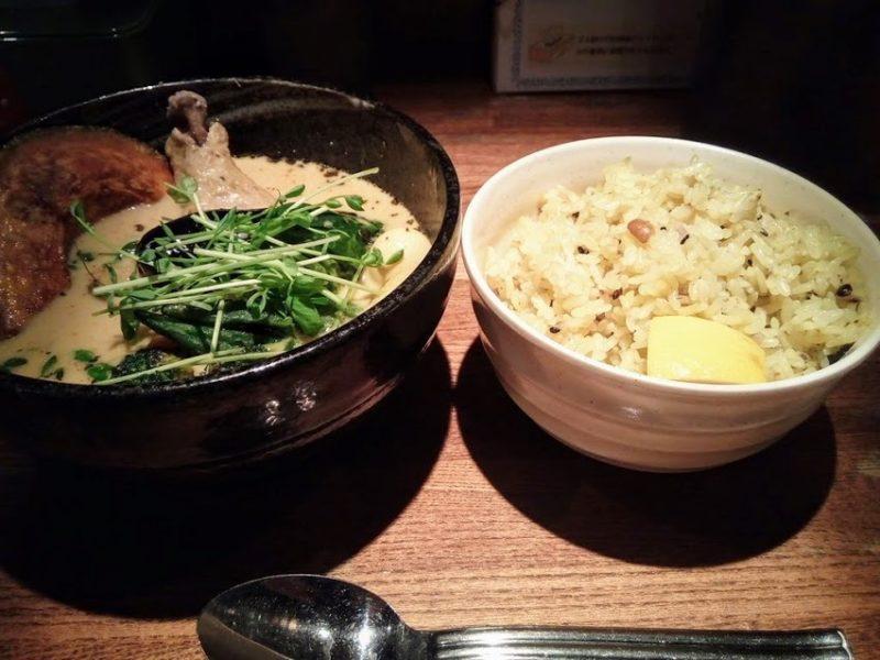 スープカレーと大盛りご飯